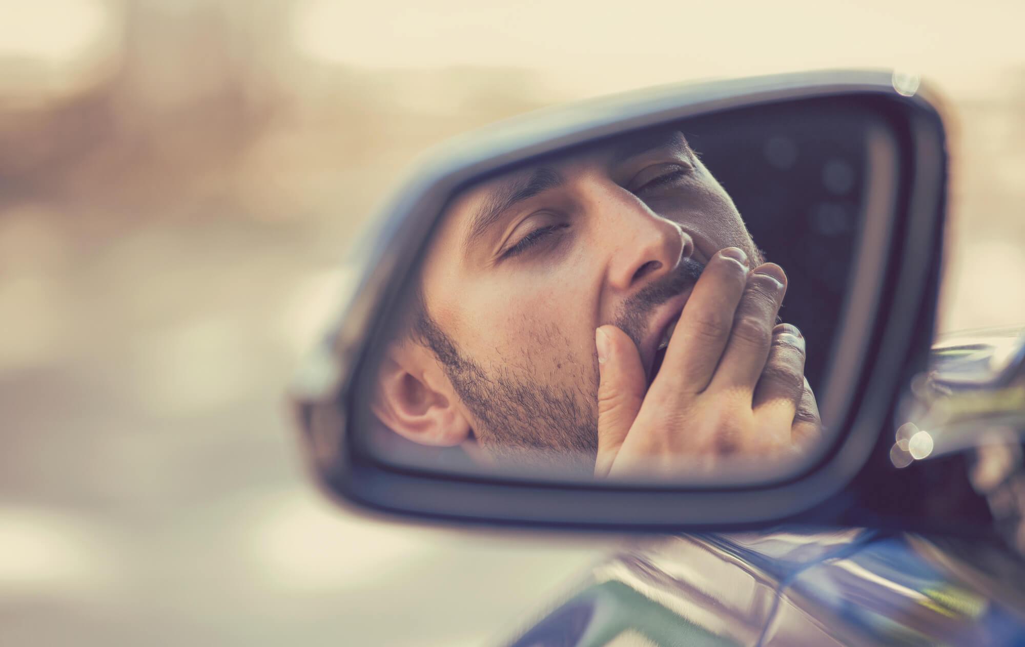 Le 5 cose da fare per evitare il colpo di sonno alla guida